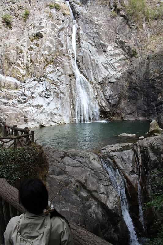 日本三大神滝のひとつ布引の滝です。