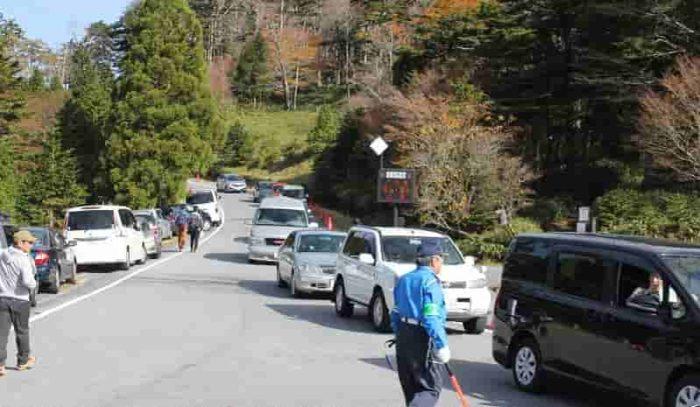 大台ヶ原の駐車場の渋滞状況です。