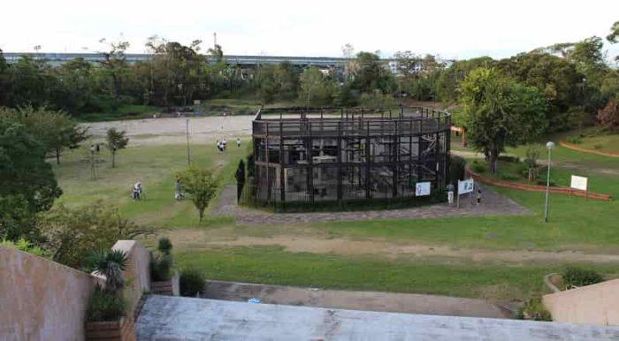 大浜公園の乙姫橋より望む園内です。