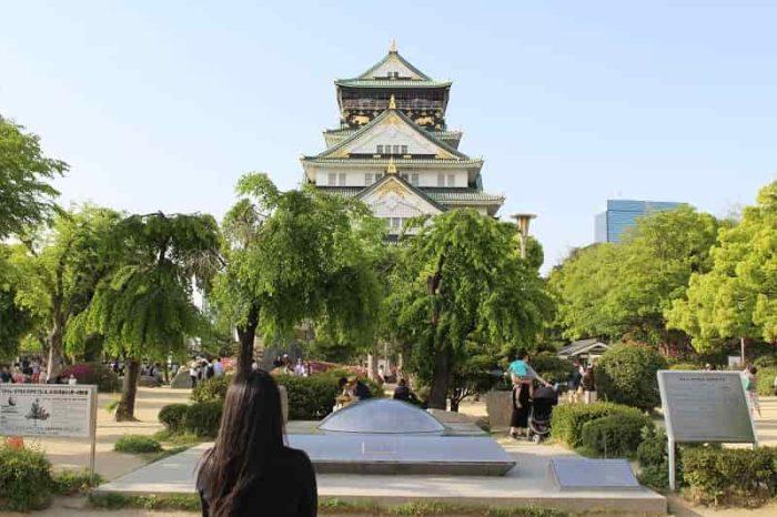 『大阪城』と『タイム・カプセル』です。