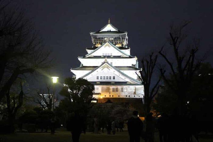 『大阪城』のライトアップです。