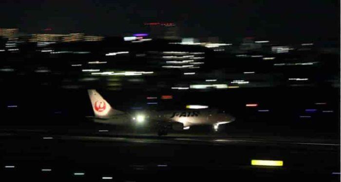 ライトアップされた離着陸を観賞。