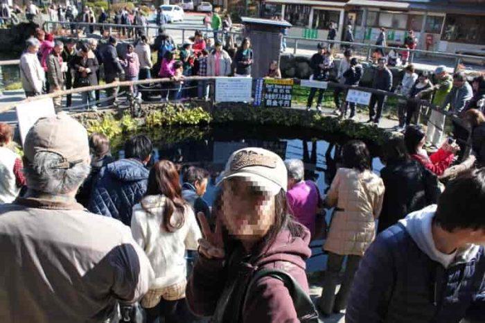 多くの観光客が集まる『中池』です。