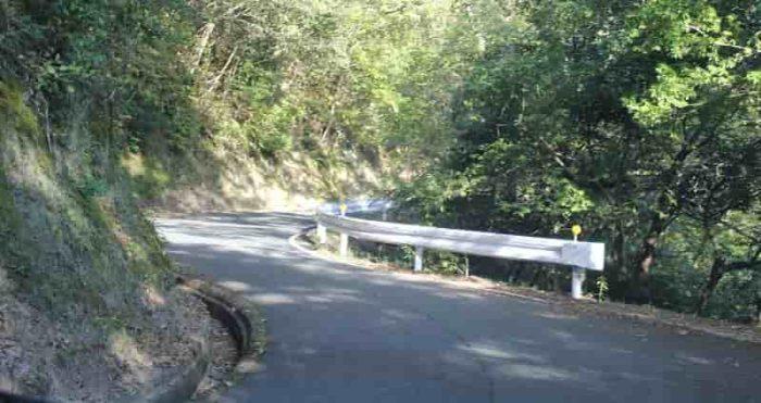 大内峠一字観公園に向かう山道です。
