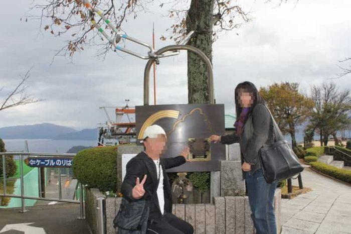 大きな『誓』と刻まれた南京錠のモニュメントです。