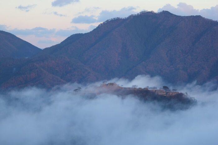 立雲峡から望む竹田城を包む雲海です。
