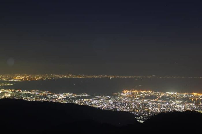見晴らしの塔から眺めた夜景です。