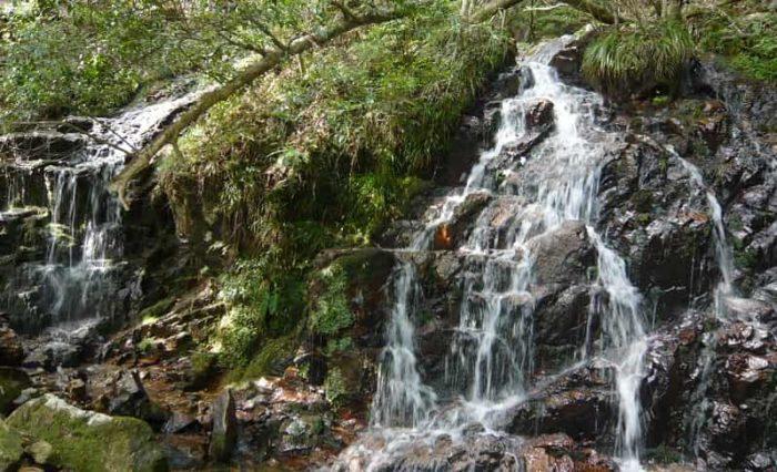 るり渓の見どころのひとつ水晶簾です。