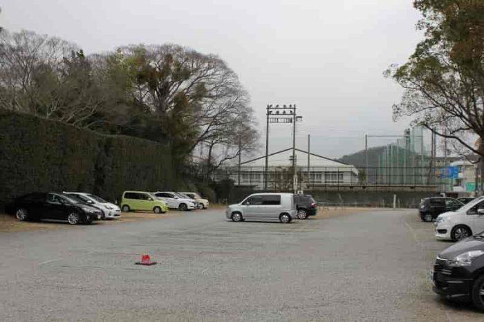 『日前宮』の無料駐車場です。