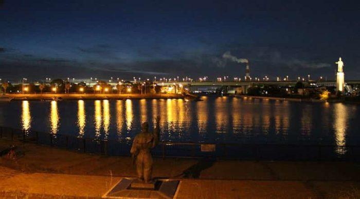 堺旧港の堅川水門前より望む夜景です。