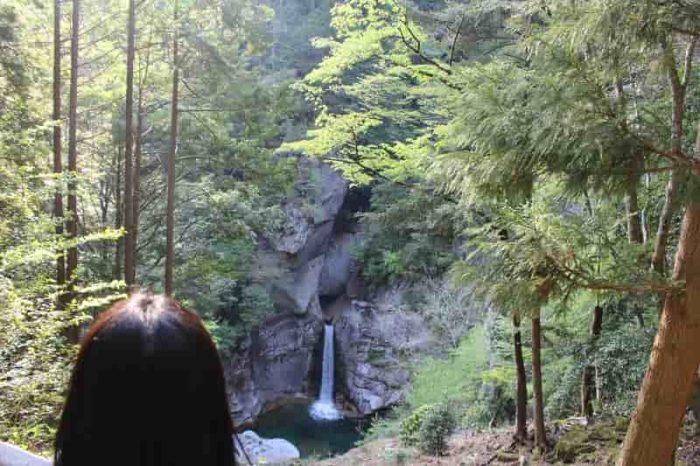 『不動滝』の姿です。