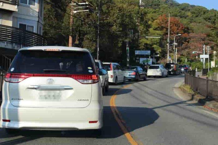 五月山ドライブウェイ手前の渋滞です。