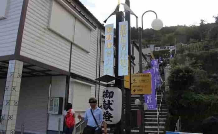青岸渡寺へと続く本参道です。