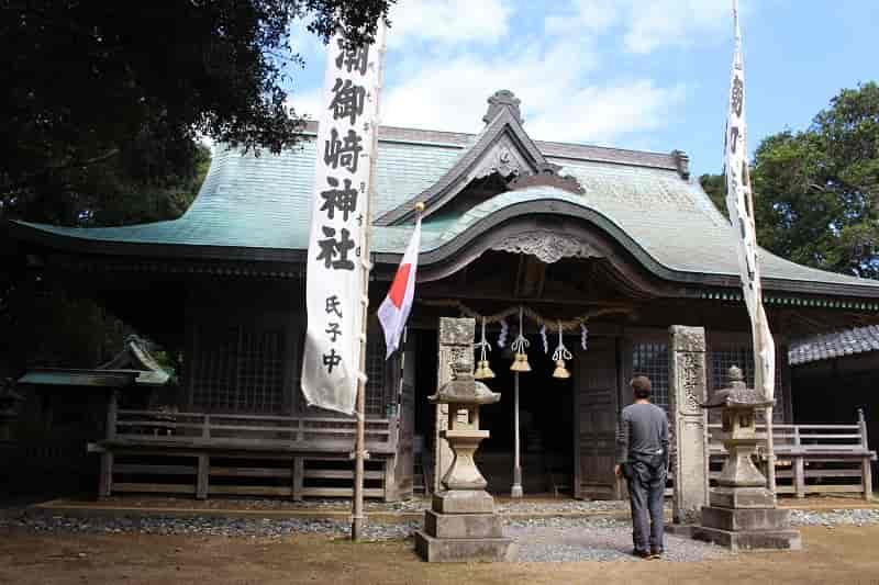 『潮御崎神社』の本殿です。