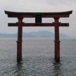 白鬚神社のシンボル『湖中大鳥居』