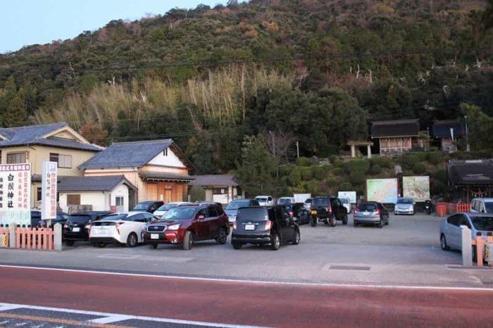 白鬚神社にある無料駐車場です。