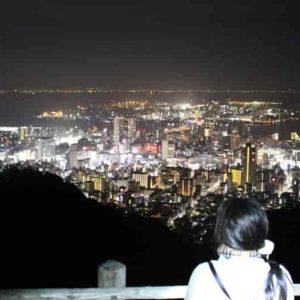 市章山展望台から眺める夜景です。