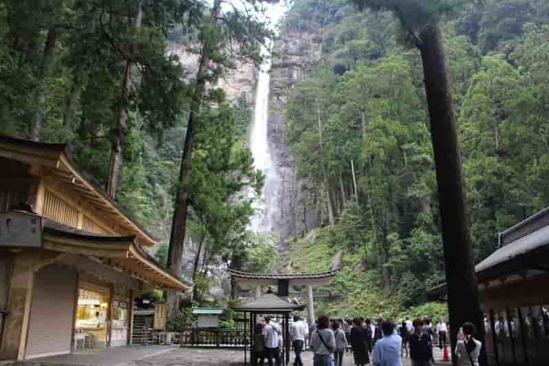 日本一の名瀑「那智大滝」です。