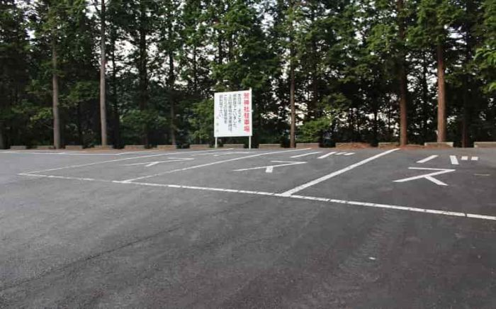車道沿いに用意されている無料駐車場です。