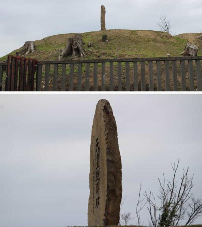 墳丘上に建てられた天皇駐蹕碑です。