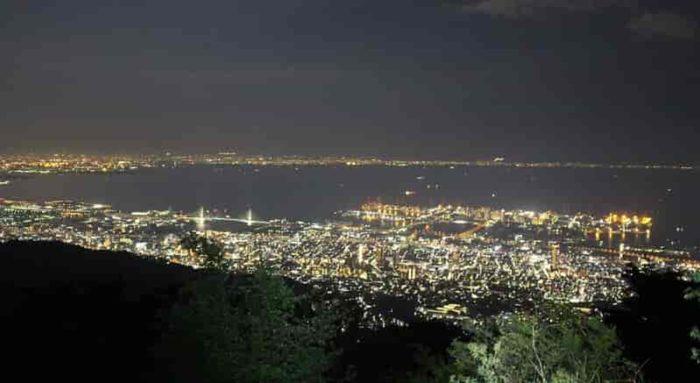 『天狗岩』から眺める夜景です。