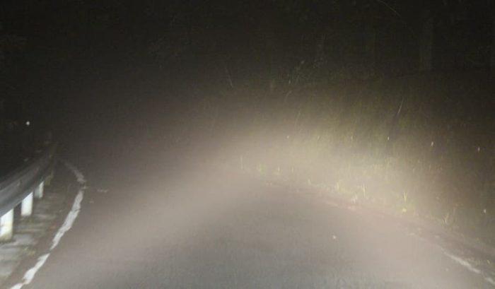 濃い霧に包み込まれ緊張感MAXです。