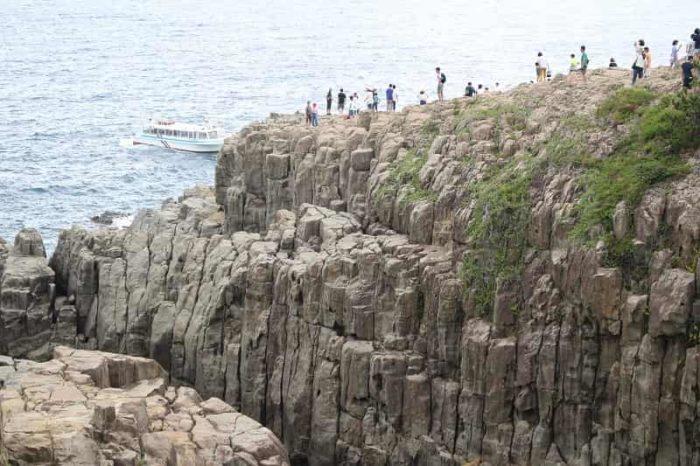 東尋坊と称される高さ25mの断崖です。