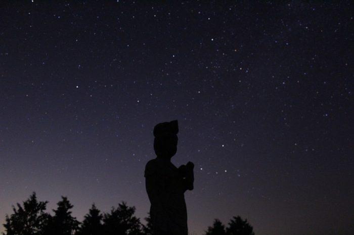 鶴姫公園の観音像と星空です。