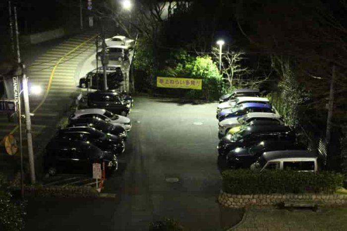諏訪山展望台の無料駐車場です。