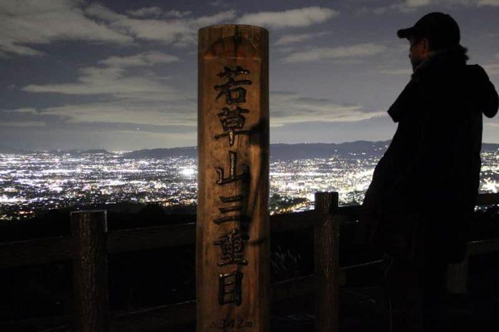 新日本三大夜景の若草山で望む夜景です。