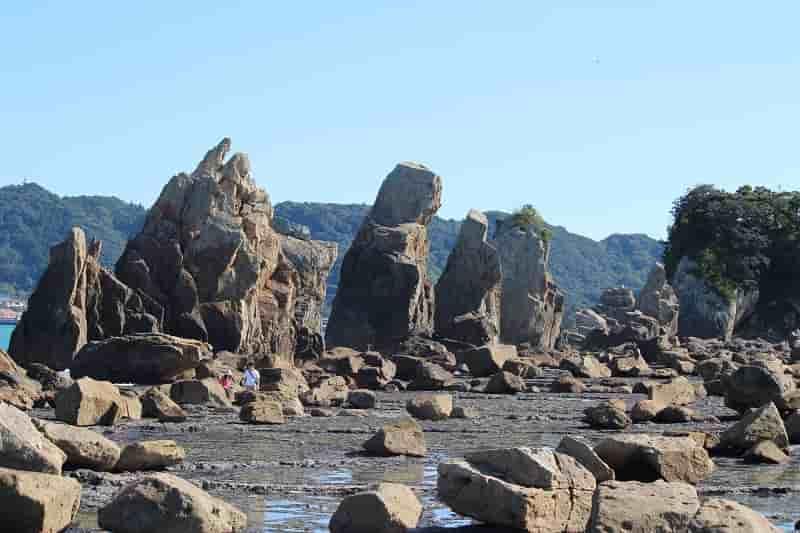 国の名勝で天然記念物の橋杭岩です。