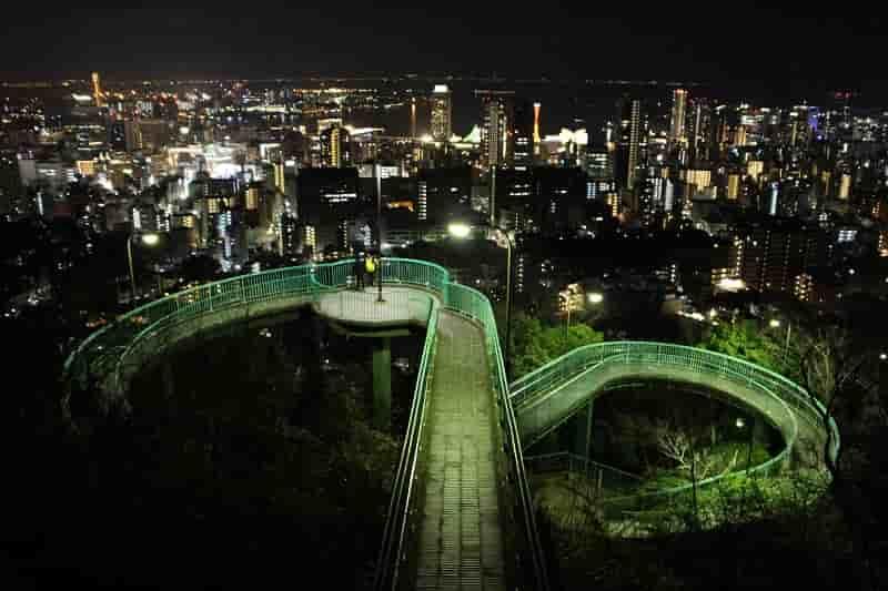 神戸市内の夜景を望んでいます。