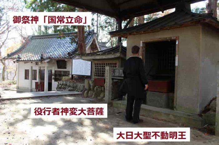 「葛城天神社」の境内の様子です。
