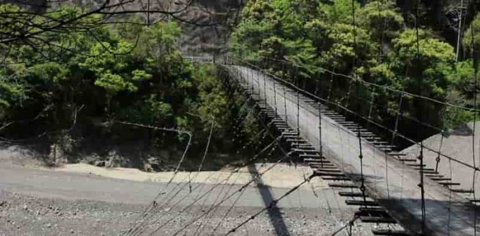 柳本橋では恐怖を体験できます。