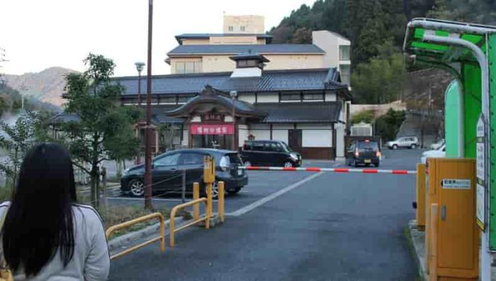 湯村温泉観光交流センター駐車場です。