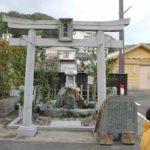 「湯郷温泉」の奇岩の温泉塔です。